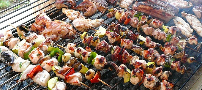 Barbecue per cucinare all'aperto