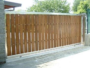 cancello in legno scorrevole