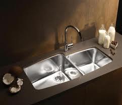 Il lavabo per bagno e cucina.