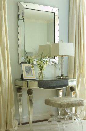 Lo specchio della camera da letto