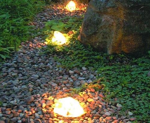 Illuminazione da giardino: faretti, led, paletti luminosi