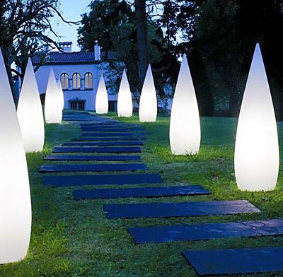Illuminazione da giardino faretti led paletti luminosi for Illuminazione da giardino a led