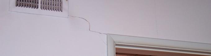 Eliminare crepe nei muri prima di imbiancare