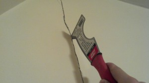 Eliminare crepe nei muri prima di imbiancare guida come - Imbiancare casa fai da te ...