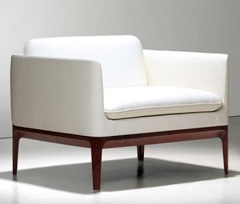 pulire il divano in pelle bianca
