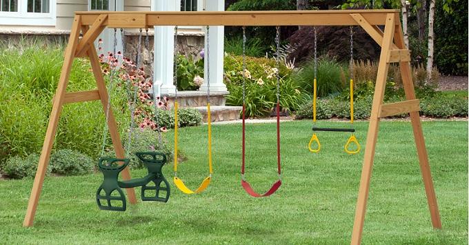 Giardino, piante in casa e fiori, arredare il giardino terrazzo con mobili e sedie