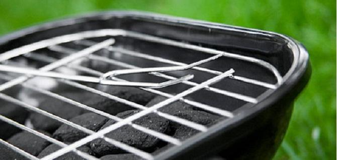 Barbecue, come pulire la griglia