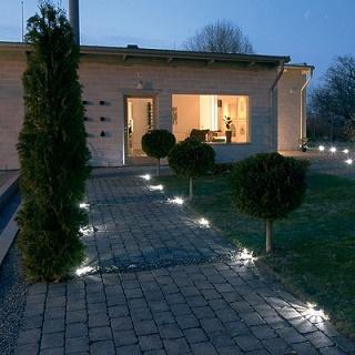 Illuminare il vialetto d 39 ingresso e il giardino - Ingresso giardino ...
