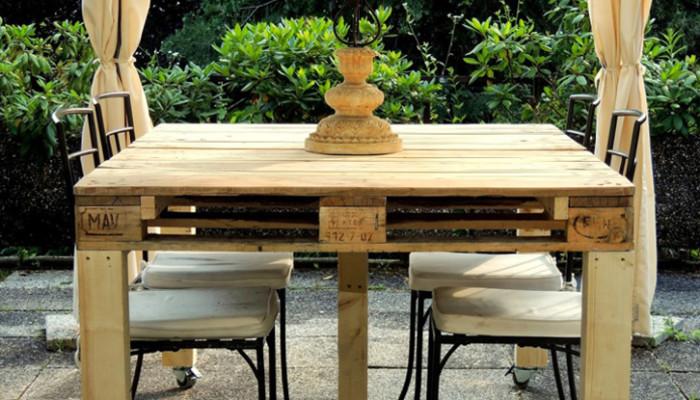 Pallet riutilizzati per costruire bellissimi mobili. Un hobby ecocompatibile