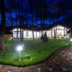 Dai nuova vita al tuo giardino: illuminalo con i fari a led
