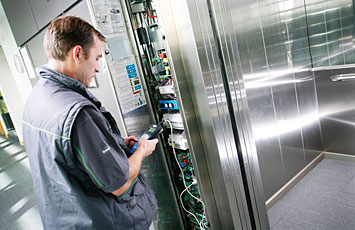 foto di riparazione ascensori Piacenza