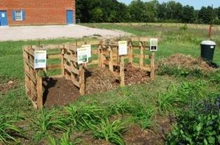 Come costruire una compostiera in legno come costruire - Come fare il giardino di casa da soli ...